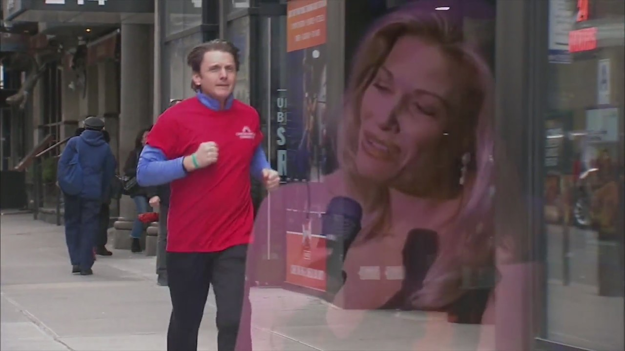 Broadway actor runs race in honor of Rockford native wife